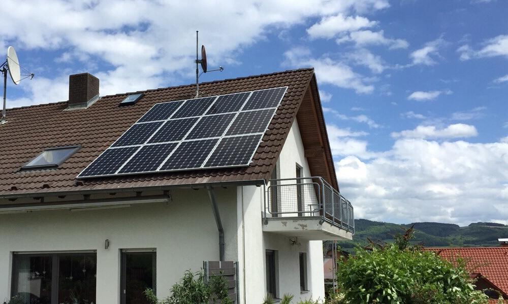 PFALZSOLAR Privatkundengeschäft auf Wachstumskurs - Haus mit Photovoltaik
